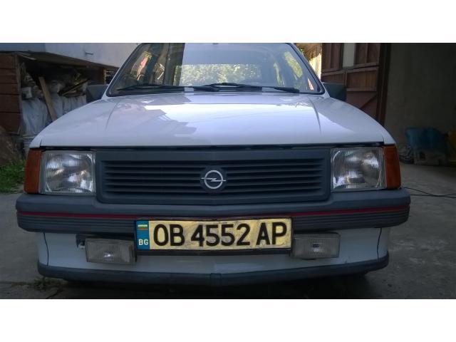 Продавам лек автомобил Опел Корса