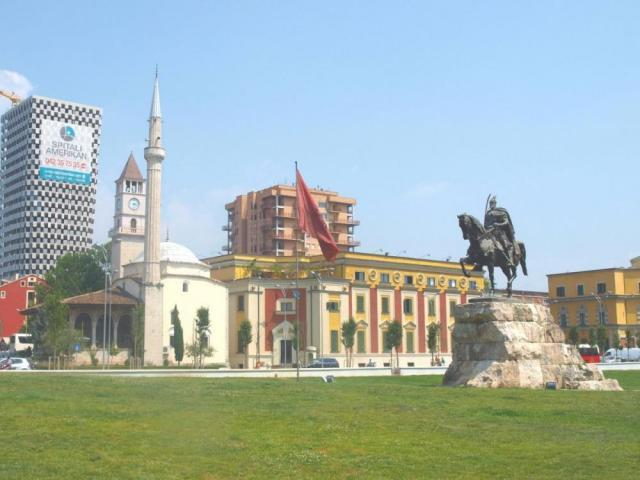 Великден в Албания