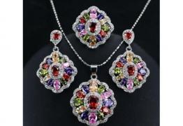 Моден сребърен комплект със скъпоценни камъни