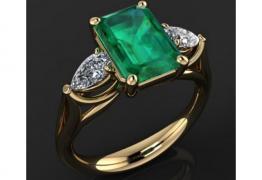 Луксозен златен пръстен с изумруд