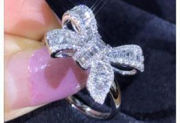 Луксозен сребърен пръстен със сапфири и диаманти